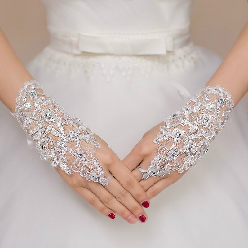 Bridal Gloves White or Ivory Short Wedding Gloves Fingerless Bridal Gloves for Women Bride Red Lace Gloves Luva De Noiva Wedding Accessories